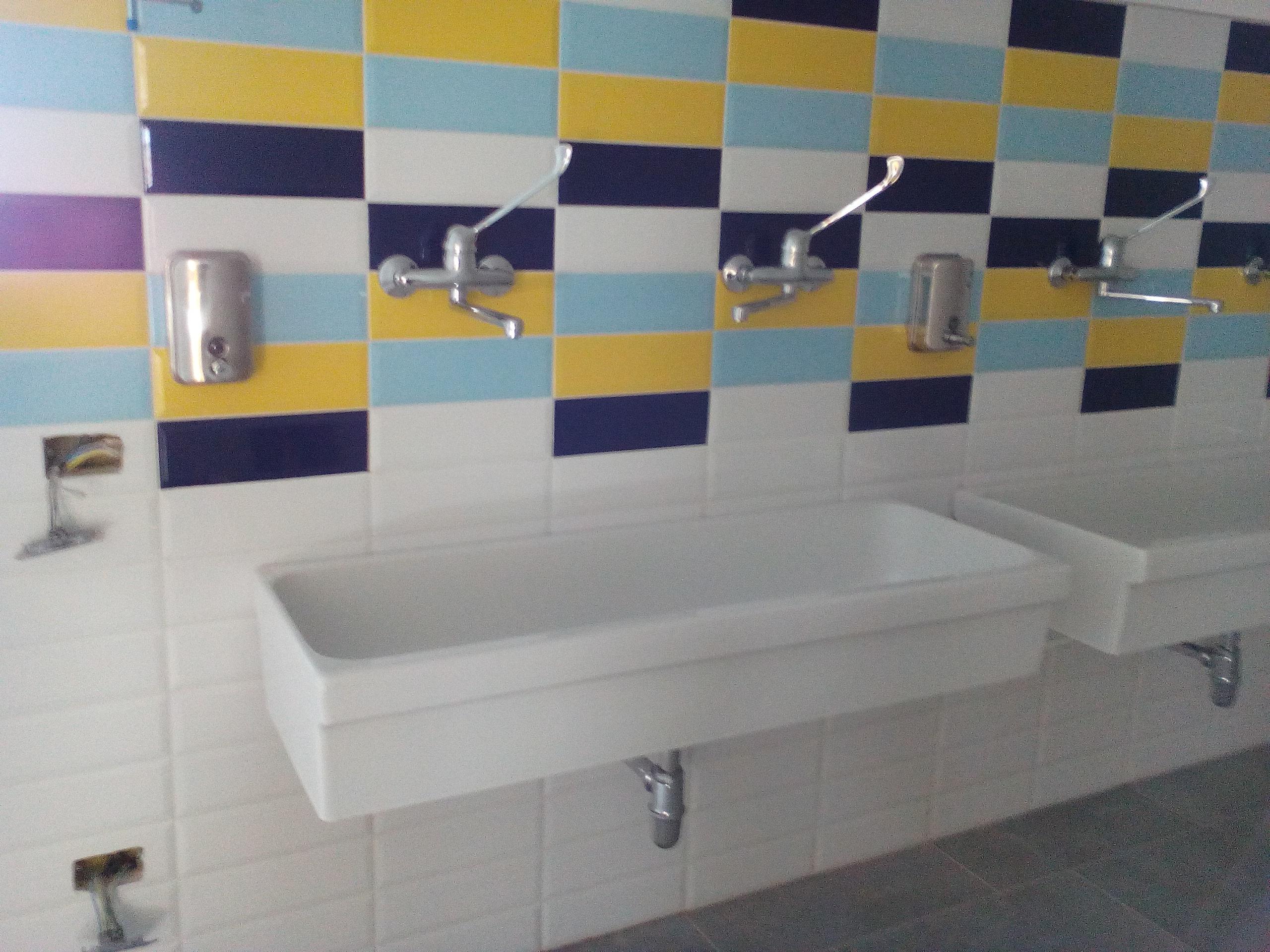 Bagno moderno colorato
