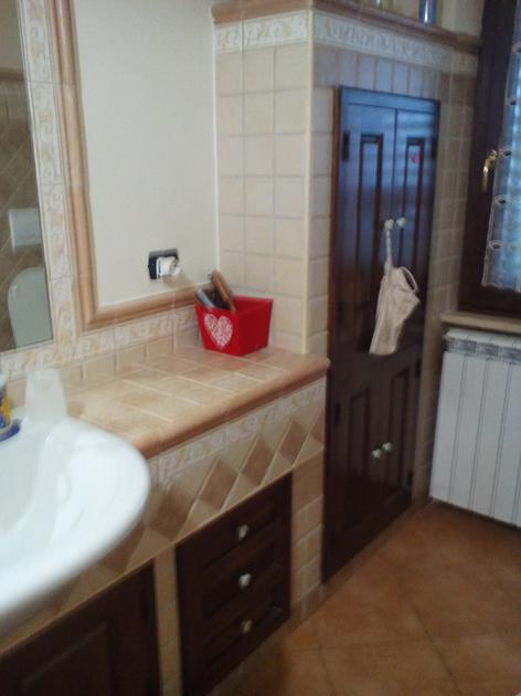 Bagno in muratura con lavabo semincasso - Bagni in muratura classici ...