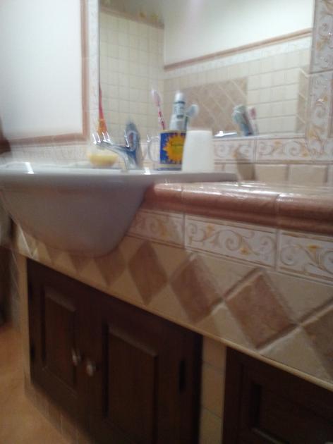 Bagno in muratura con lavabo semincasso