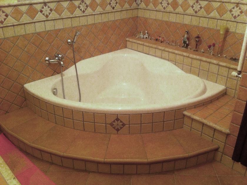 Bagno con vasca ad angolo vasche da bagno per disabili e - Bagno moderno con vasca ...