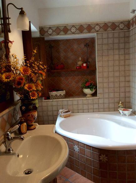 Bagni - Striscia di mosaico in bagno ...
