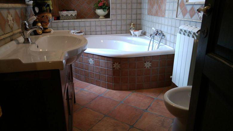Bagno matrice con le colonne immagine stock immagine di decori