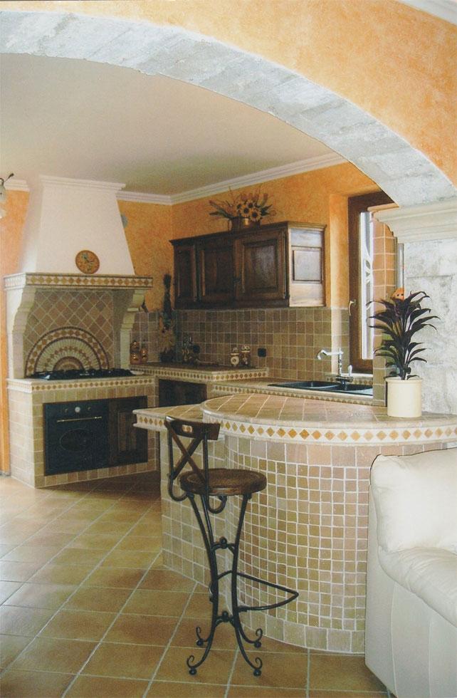 Cucina in muratura rustica con penisola e angolo bar - Cucine in muratura con penisola ...
