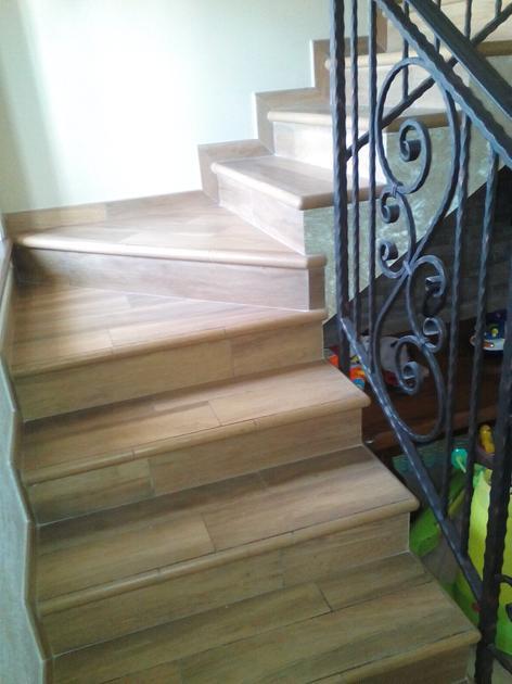 Pavimenti e rivestimenti for Scale in gres porcellanato effetto legno